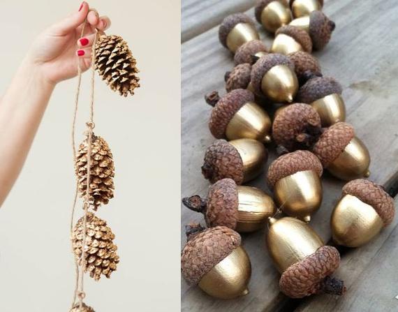 Adventsdeko: Tannenzapfen an einer Schur und Eicheln goldig angemahlt.